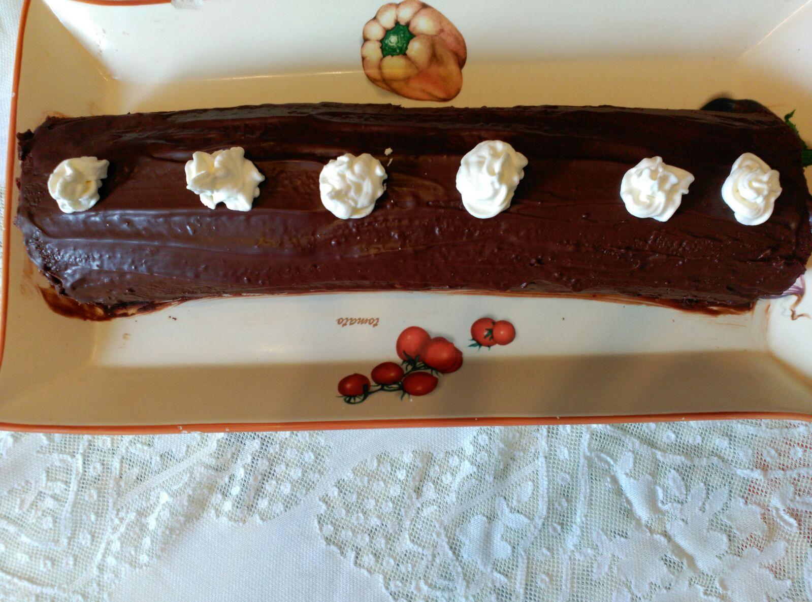 Rollo de chocolate y nata con cobertura de chocolate Thermomix® .