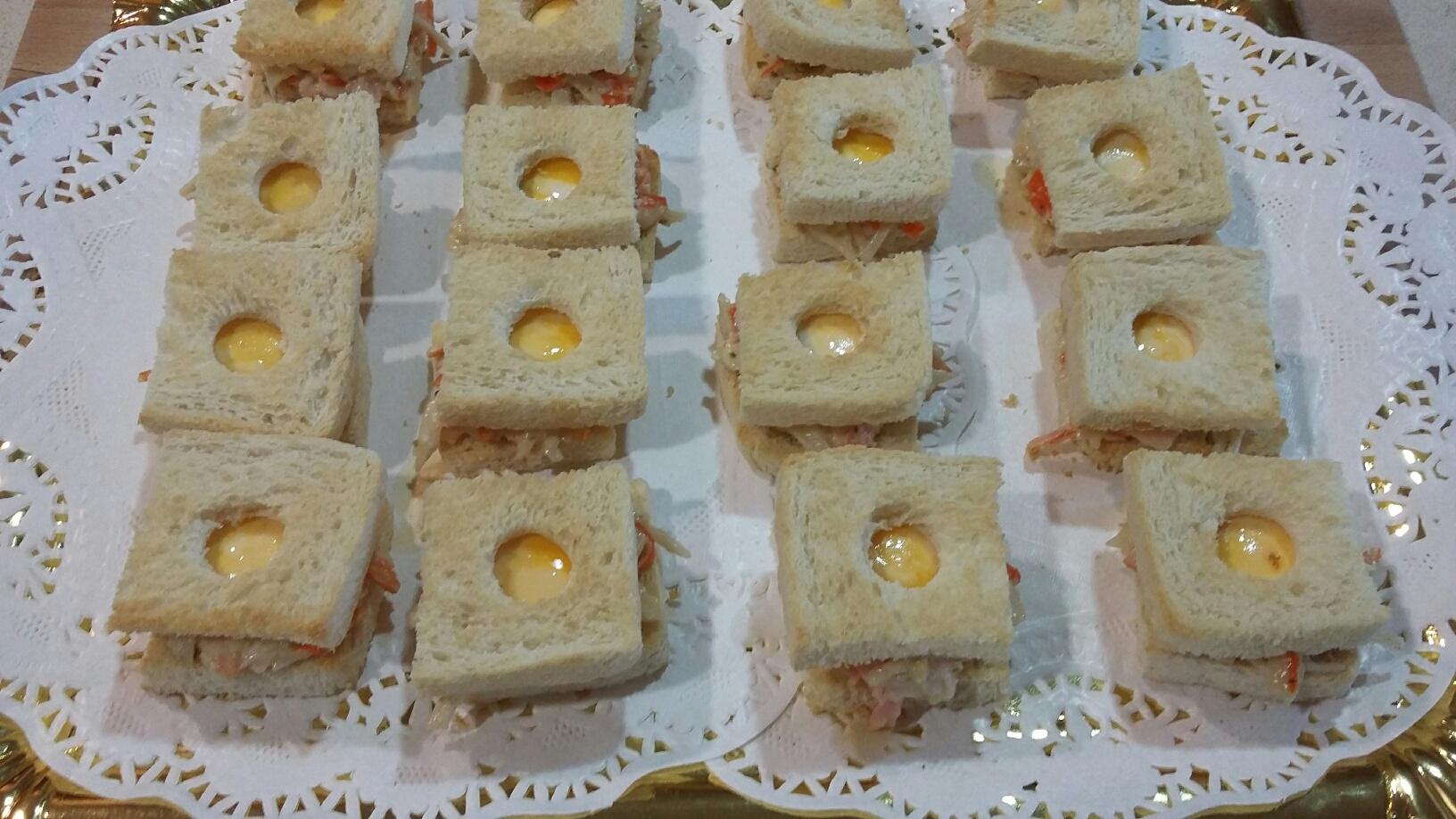 Tostadas con cangrejo y huevos de codorniz con Thermomix®