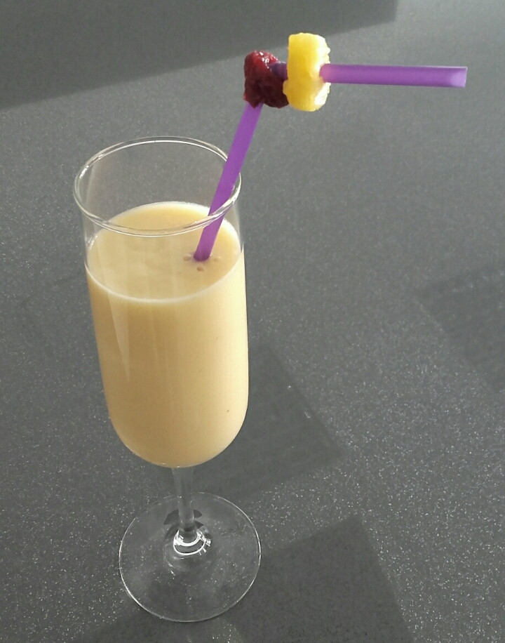 Smoothie amarillo de plátano, mango y piña con Thermomix®