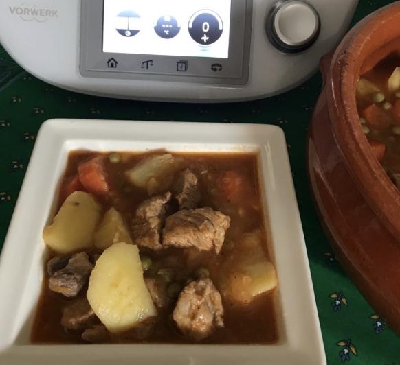 Guiso de carne con papas con Thermomix®
