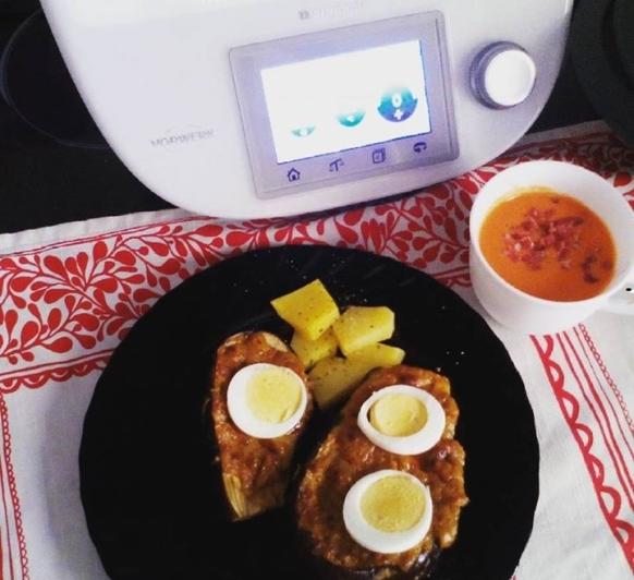 Barquitas de Berenjenas rellenas de carne, cebolla caramelizada y queso con Thermomix® .