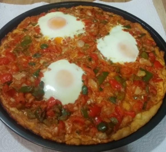 Huevos sobre cama de coca de verduras con Thermomix®