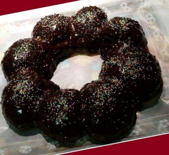Roscon de Reyes con glaseado espejo de chocolate