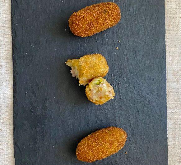 Croquetas de pistacho con puerro y bacon